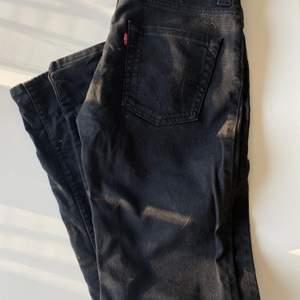 Svarta Levis jeans 511, aldrig använda💞 strl 31/34 men skulle säga de är mer som 27/32