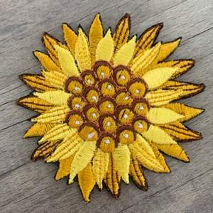 Brodyr patch som man enkelt kan stryka på textil (ifall man vill kan man även sy på den). Allt jag säljer har jag gjort själv✨🦋