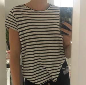 Säljer denna super sköna randiga tröjan:)