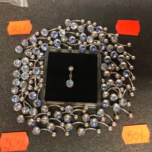 Navelpiercing!! Såklart nya smycken från Laboro lagret!!! Dessa är i kirurgiskt stål men finns även i titan. Finns även andra färger.. se bild 3