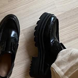 Chunky skor från Zara. Coola detaljer - knappt använda.