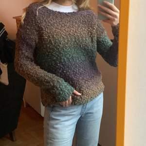 """""""Glittrig"""" tröja i trendiga färger från Topshop. Legat i min garderob och behöver kärlek 💫❣️ frakt 62kr. Storlek 36"""