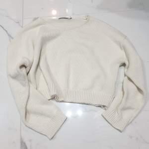 En mysig tröja från na-kd i storlek small. Använd väldigt få gånger! Så den är i bra skick.