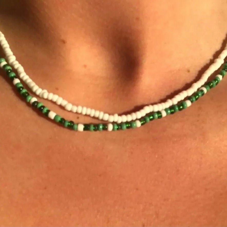 Jag gör dessa jätte fina rocaille halsband, jätte fina till ett linne elr en stickad tröja! Ett för 60kr två för 100kr! (+20kr frakt) Du kan välja färger och mönster själv!😊❤️ skriv här eller dma @vellakul. Accessoarer.