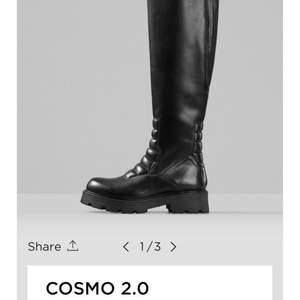 Vagabond COSMO 2.0 Tall Boots Low Heel, svart STRL 40 Ny pris 2000 Mitt pris 1100 Aldrig använda