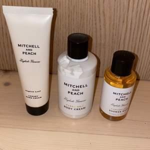 Ett body kit från Mitchell and peach där en body lotion, body wash och en handkräm ingår. Ordinarie pris 525 kronor.