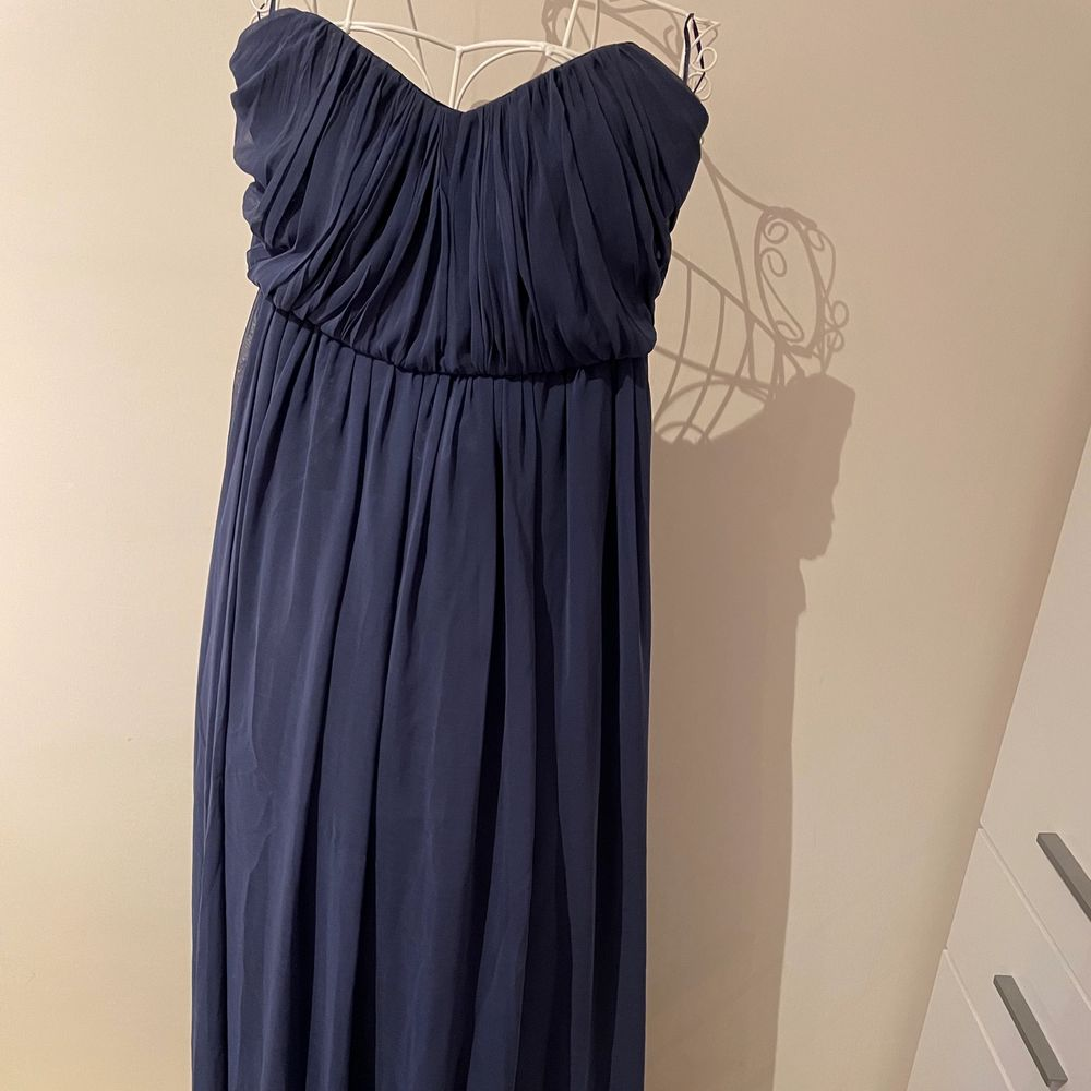 Worn Once at wedding, dress from Gina tricot in size 36.. Klänningar.