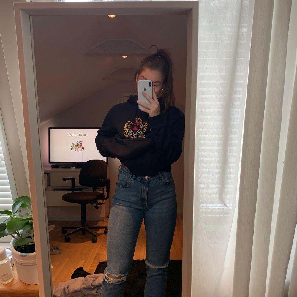 Jeans från ginatricot. Strl L men de är M. Köpare står för frakt. Pris kan diskueteras. Jeans & Byxor.