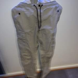 Feta cargo byxor från hm