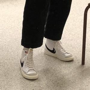 Intressekoll på min Nike Blazer Mid 77 Vintage som är använd fåtal gånger men ör på mycket bra skick. Den är på storlek 37.5 och kan passa 38 också. Pris kan diskuteras vid snabb affär!! Kan träffas i Tcentralen eller fraktas ✨