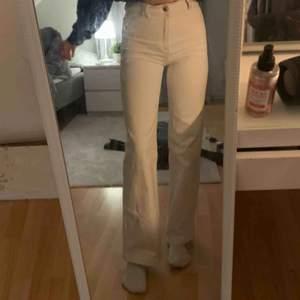 säljer dessa från Wera sthlm, köpta för 600kr, hade ett annat konto med samma jeans men loggades ut så skriv om du är intresserad😊