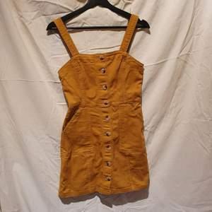 🌻dags att sälja denna super fina och bekväma klänningen. Kontakta för fler bilder. Frakten ingår i priset
