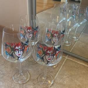 Säljer 4st Carolina Gynning rödvinsglas då jag sällan använder dem. Alla är fortfarande i mycket bra skick, nästintill nyskick. Frakt ingår🙌🏼