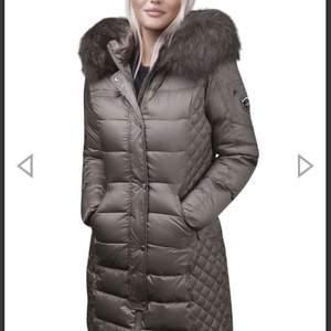 Säljer min vinter jacka då jag inte använder den alls, köpt 13 oktober 2020  Storlek: 36 ( s ) Nypris: 3770