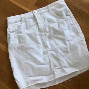 Jeans kjol från hm Stretchig material  Omvänd