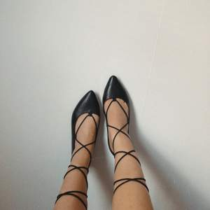 pointed lace up flats in good condition ❤️