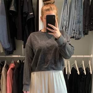 Ny Mörkgrå tröja från zara