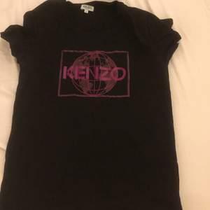 Ett äkta kenzo tröja med lila tryck