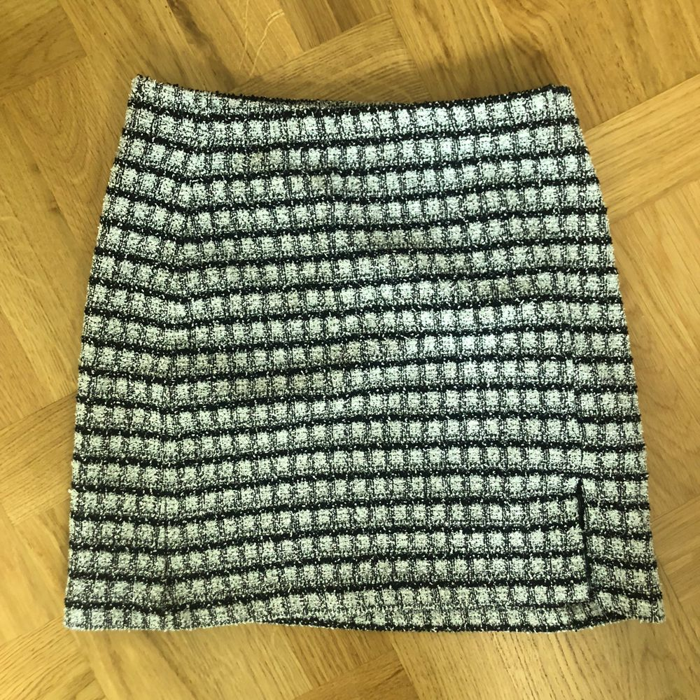Minns inte märket, men köpt i london. Superfin kjol som är rutig och stickad, lite kort för mig dock. Vid fler intresserade sker budgivning! Frakt tillkommer 💞. Kjolar.