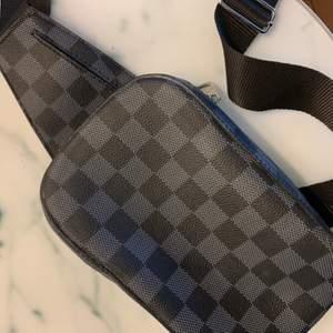 Helt ny kopia från Louis Vuitton, sjukt bra kopia. Axelväska.