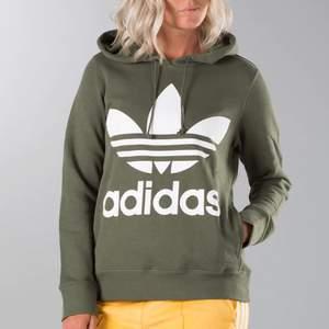 Grön adidas hoodie strl S som är knappt använd, använd en gång! Ser ut som ny