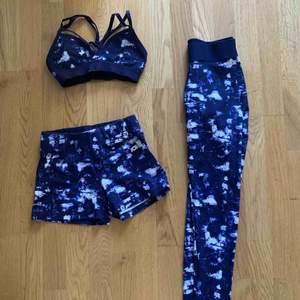 Säljer ett oanvänt tränings kit från GinaTricot som består av: shorts, leggings och en sport-bh/topp. Shortsen och leggingsen är i stl S och sport-bh/toppen är i stl XS. Alla plagg är väldigt stretchiga! Möts upp i Stockholm eller fraktas! 🏃🏽♀️