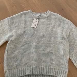 Mysig och varm  stickad tröja som inte kliar eller är irriterande mot huden, storlek S. Nypris 399kr säljes för 249kr