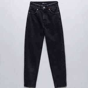 Säljer dessa moms jeans från ZARA som är superbekväma och snygga! Använder de inte längre då de blivit för små.