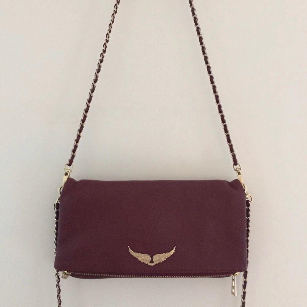 Min snygga Zadig Voltaire väska som passar till allt! Den har både ett långt och kort band. Det finns lite slitningar på den men ingeting som syns så mycket och därav priset.💜💜. Väskor.
