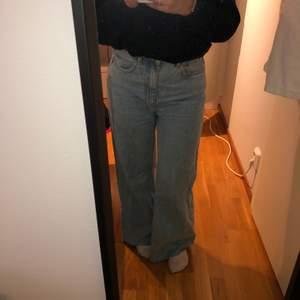 jeans från weekday i modellen ace W28 L30. Använda ett fåtal gånger.