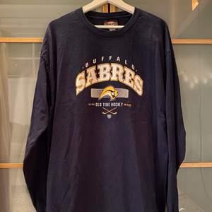 Oversized tröja köpt på secondhand avdelningen på Urban outfitters.