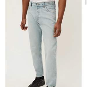 Säljer mina 2 månader gamla barrel jeans från weekday. Köpte ett par i space (annan modell) o de hade bara samma färg i min storlek. Nya 500.