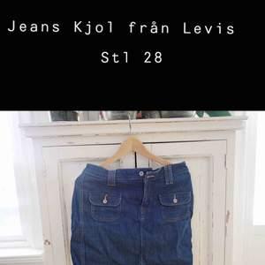 Skitsnygg Levis kjol i jeanstyg! Sitter som en smäck samt har den fickor!