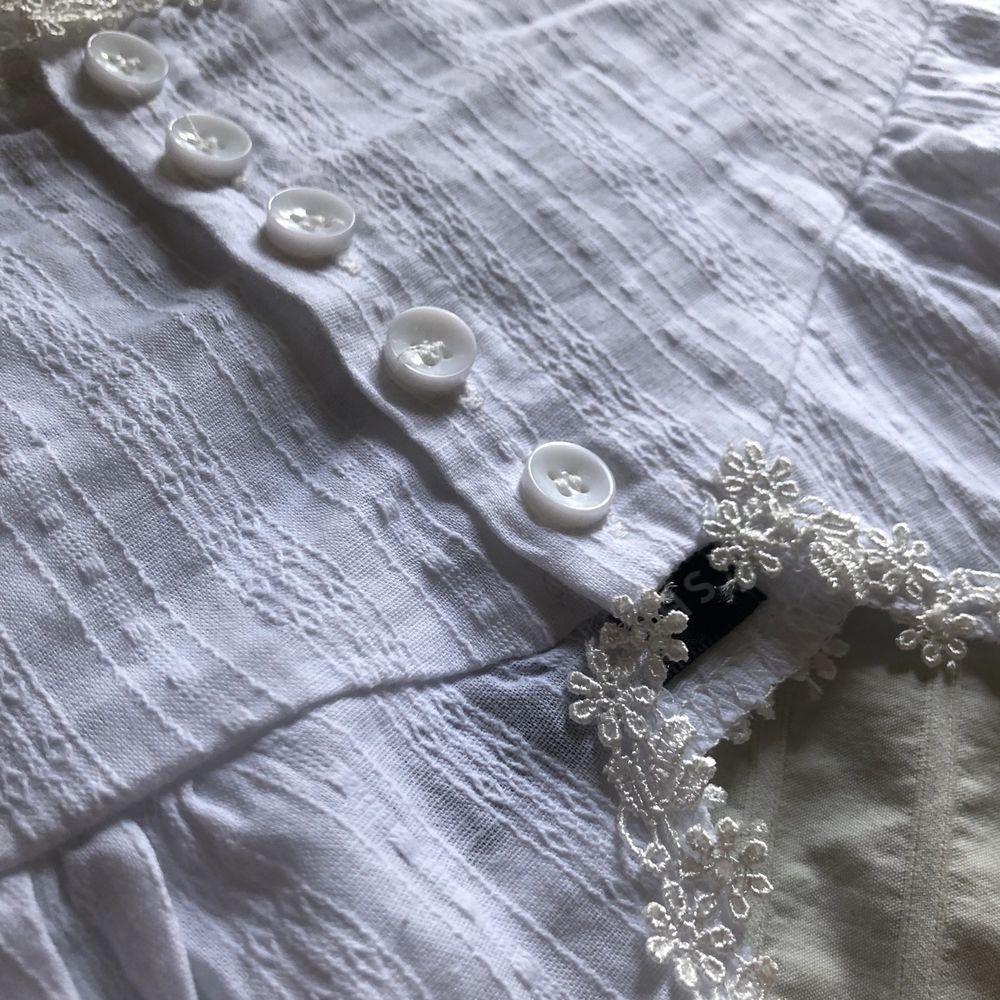Sött linne från Shein, tyvärr lite stort för mig. Storlek 36, skulle säga att den är normal i storleken :). Toppar.