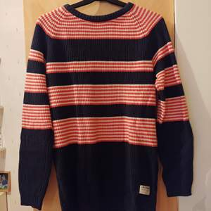 Randig tröja från Jack & Jones i storlek Small. Använt några gånger men i toppenskick utan hål, fläckar osv. *fri frakt