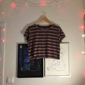 Randig magtröja / kortare t-shirt från Forever21. Kan mötas upp i Sthlm eller skicka (frakt ej inkl)! Kram