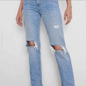 Hej, söker någon som vill sälja dessa populära jeans ifrån Zara, i storlek 34-36. Hit me up isåfall!🤜🏼🥰