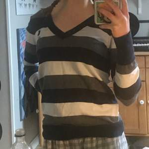 Snygg randig pullover/tröja från Ralph Lauren ❤️ mysig snygg sitter snyggt på mig med xs/s men stretchig så passar även större storlekar :)