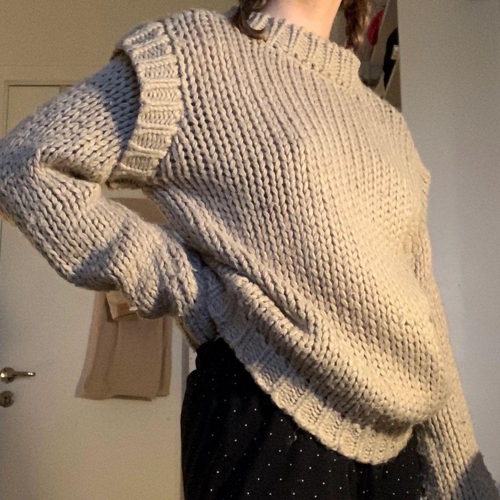 Säljer denna snygga tröja från nakd då den inte har kommit till användning! . Tröjor & Koftor.