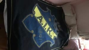 en AIK filt som täcker min 120 säng, stor alltså! i nyskick