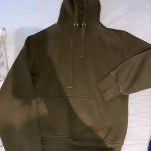 Olivgrön mysig hoodie