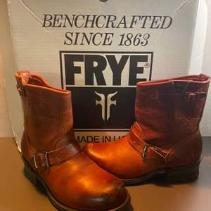 Så snygga röda Frey Boots strl 38. Endast använda 2 ggr. Säljes pga av fel storlek. Nypris 1999:- . Säljes för 999:-