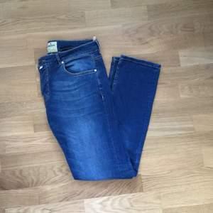 Knappt använda Morris jeans i storlek 32/33
