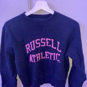 Russel athletic sweatshirt i stl L, köpt på second hand för 3 månader sen.