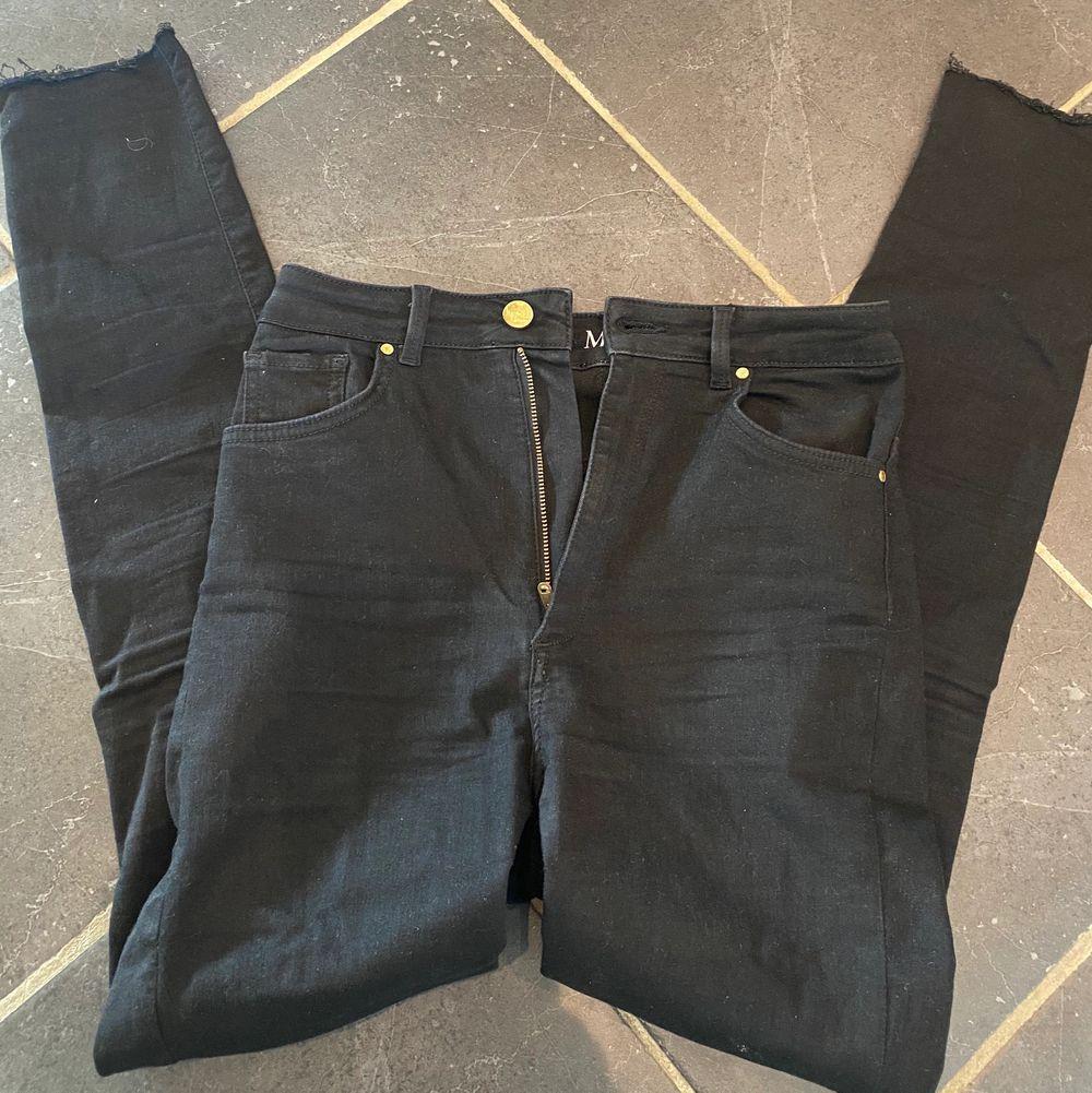 Säljer favoritjeansen från bikbok i storlek M. Ordinarie pris 599:-, jag säljer för 100:- + frakt . Jeans & Byxor.