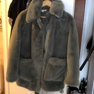 Fin pälsjacka stl 32 men passar 36 som jag har, har många jackor därför säljer jag denna fina nu, pris går att diskutera