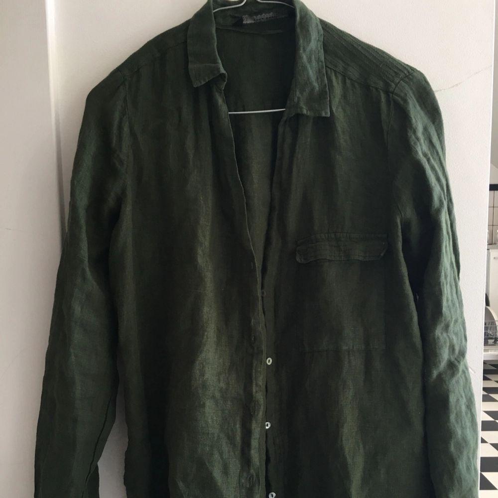 Grön oanvänd linne skjorta st M. Skjortor.