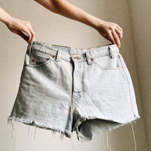 Snygga shorts sparsamt använda från Levi's. Frakt inräknat i priset 🌻