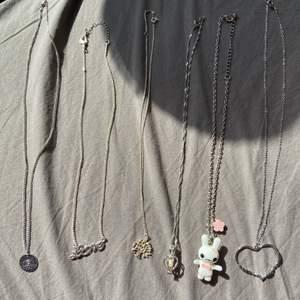 Jag säljer mina fina silver halsband, priset kommer vara olika på alla mellan 10-50 kr då vissa av dem är riktigt silver