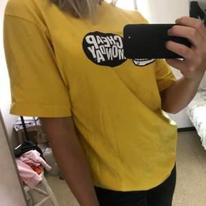 Oversize tshirt från det nerlagda märket cheap monday. Unisex. 22kr frakt